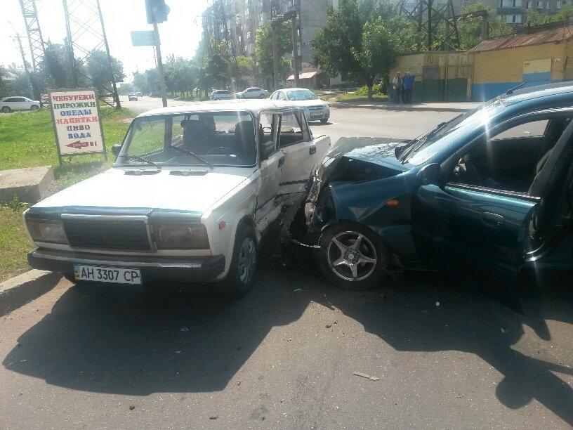 Тройное ДТП в Мариуполе: пострадали 2 человека (ФОТО), фото-1