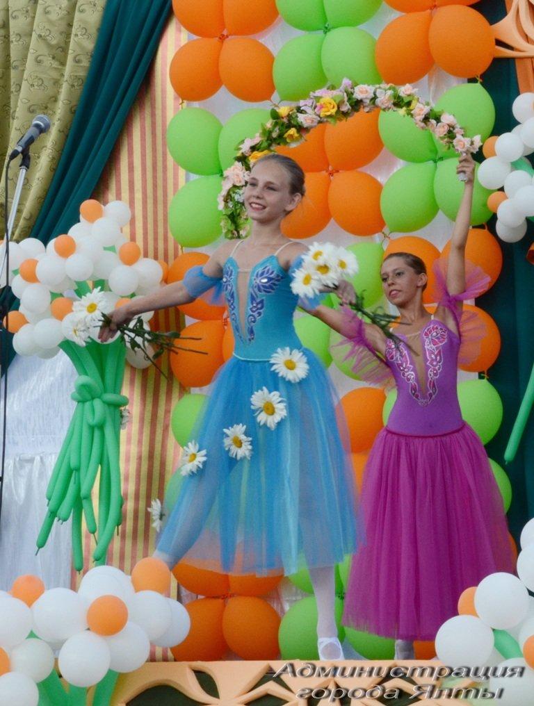 На ялтинской набережной отметили День семьи, любви и верности (1)