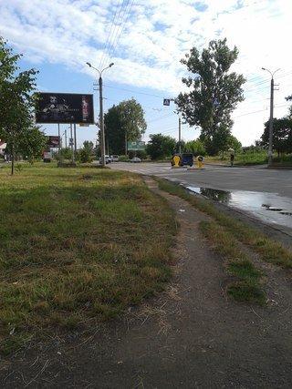 На вулиці Івасюка з'явився черговий острівець безпеки (ФОТО) (фото) - фото 1