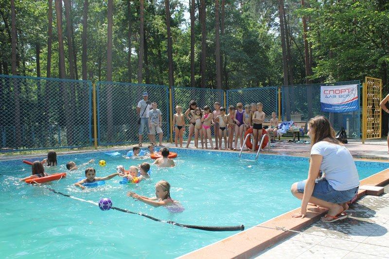 В оздоровчих таборах Житомирщини проводять уроки плавання (фото) - фото 1