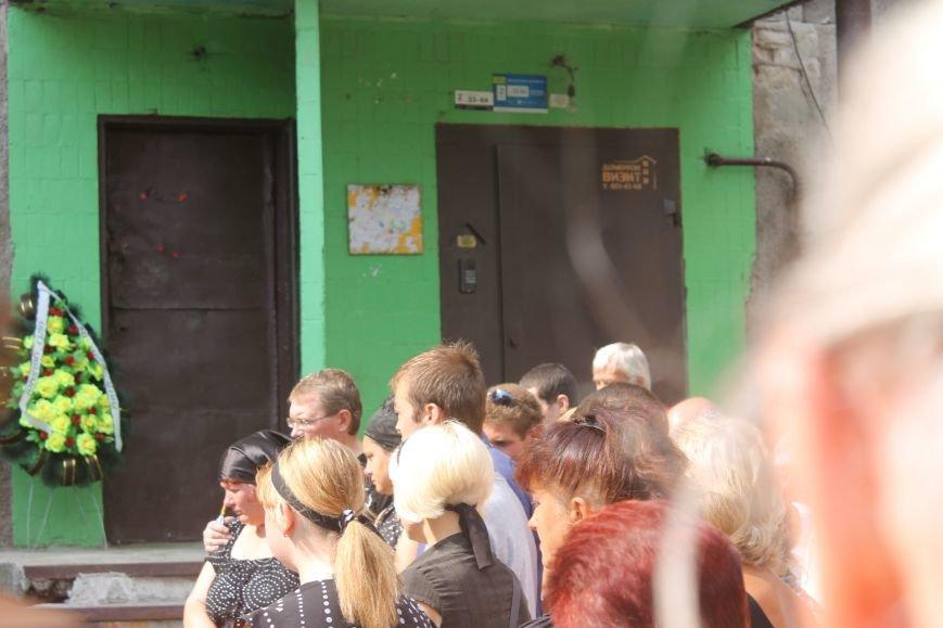 «Он - сын Божий, а не раб. Он - ангел Божий. Он - Герой»: криворожане простились с бойцом «Айдара» Алексеем Стуловым (ФОТО), фото-8