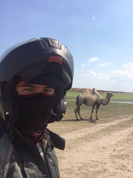 Байкер из Москвы в одиночку приехал в Актау (фото) - фото 2