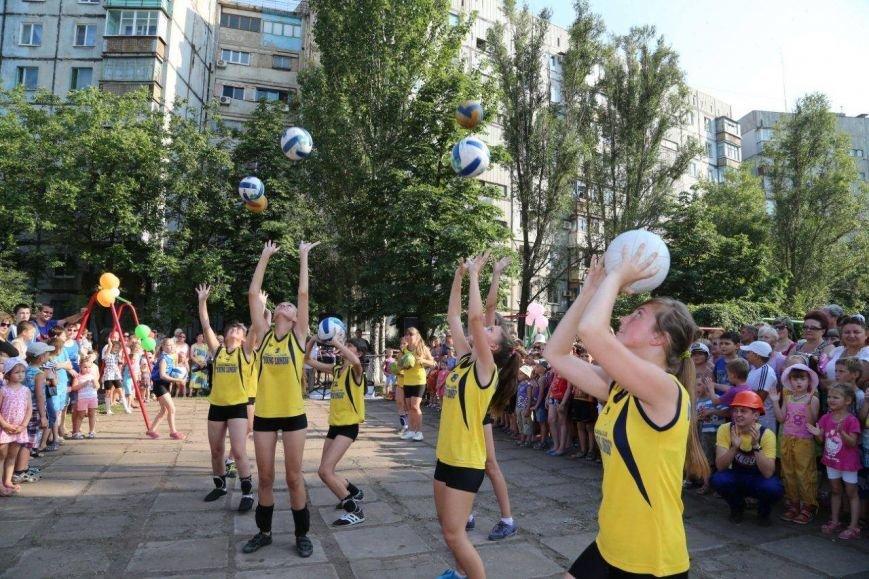 Бульвар Шевченко получил новый спортивный городок от металлургов (фото) - фото 1