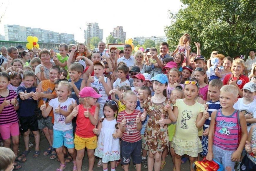 Бульвар Шевченко получил новый спортивный городок от металлургов (фото) - фото 2