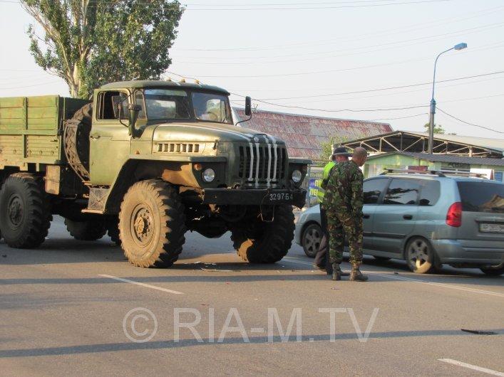 В Мелитополе военный грузовик вьехал в авто с ребенком (ФОТО) (фото) - фото 2