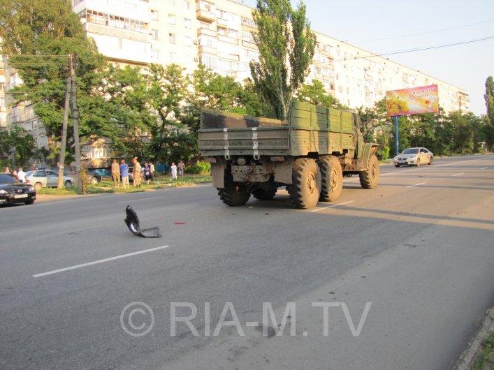 В Мелитополе военный грузовик вьехал в авто с ребенком (ФОТО) (фото) - фото 1