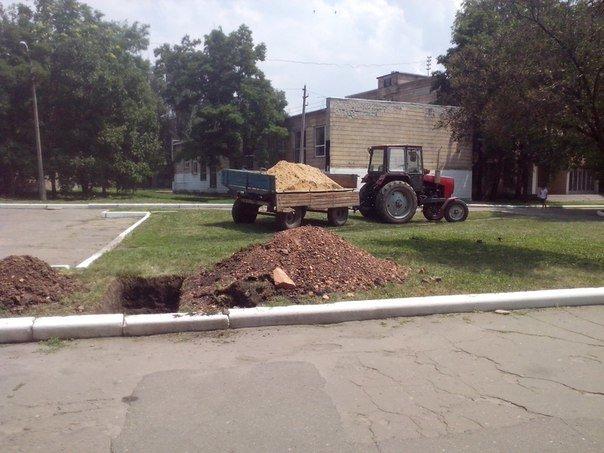 В центре города Красноармейска меняют газовые трубы (фото) - фото 1