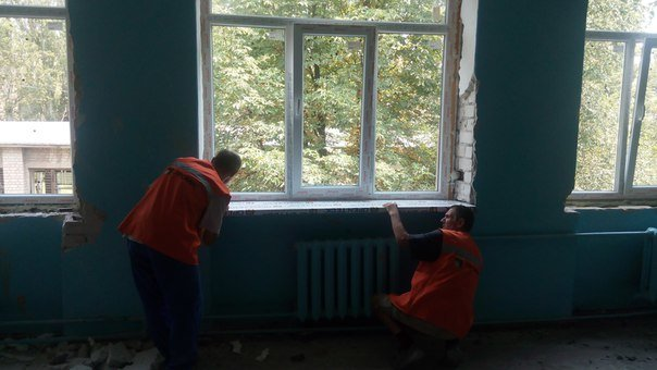 Авдеевские коксохимики установили новые окна в 5-й школе (ФОТОФАКТ) (фото) - фото 1