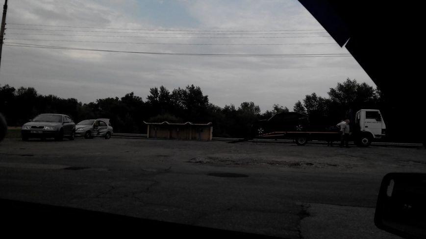На новом мосту в Днепродзержинске столкнулись «Опель Кадет» и «Дэу Ланос» (фото) - фото 1