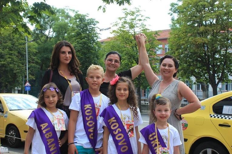 Маленькая мариупольчанка  представила город на  «Мини Мисс Мира -2015» в Болгарии (ФОТО) (фото) - фото 1