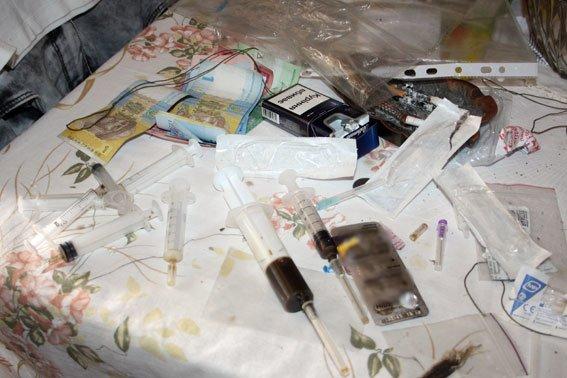 Более 50 доз сильнодейсвующего наркотика были обнаружены в квартире кременчужанки (ФОТО) (фото) - фото 1