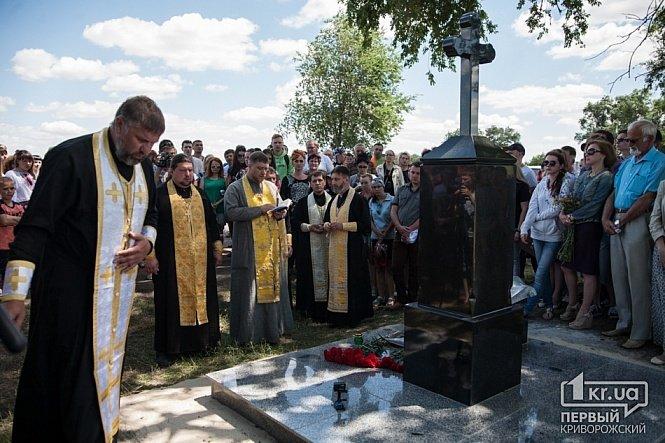 В Днепропетровской области на месте гибели Кузьмы Скрябина открыли памятный знак, фото-2