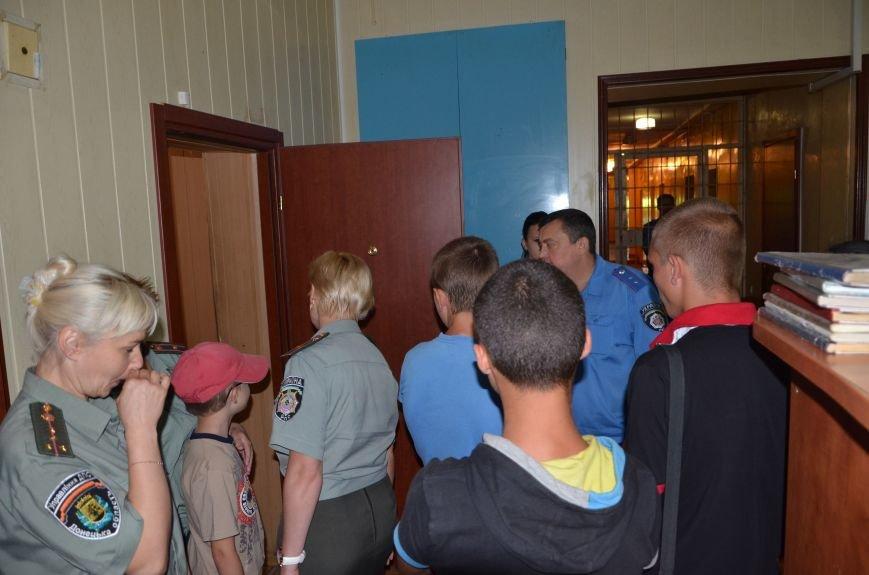 Мариупольским подросткам показали, что скрывается за колючей проволокой (ФОТО+ВИДЕО), фото-7