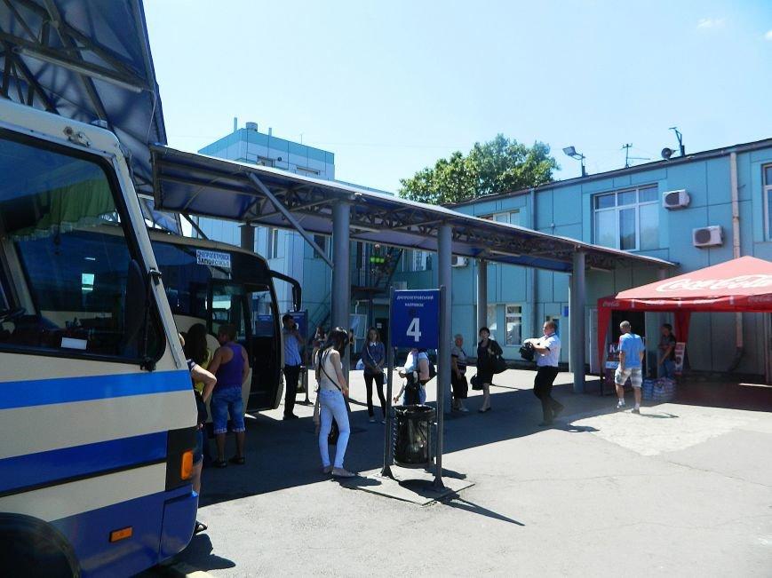 Запорожье встречает гостей рекламой Москвы, серпом-молотом и выцветшим гербом (ФОТОРЕПОРТАЖ) (фото) - фото 41