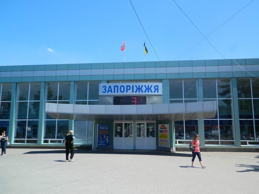 Запорожье встречает гостей рекламой Москвы, серпом-молотом и выцветшим гербом (ФОТОРЕПОРТАЖ) (фото) - фото 36