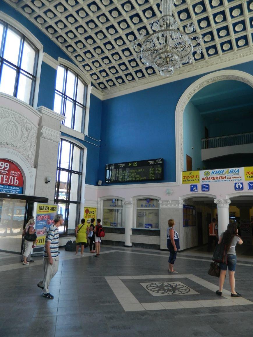 Запорожье встречает гостей рекламой Москвы, серпом-молотом и выцветшим гербом (ФОТОРЕПОРТАЖ) (фото) - фото 13