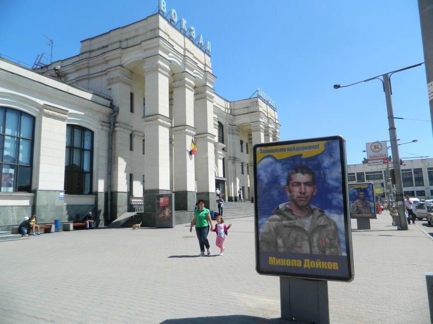 Запорожье встречает гостей рекламой Москвы, серпом-молотом и выцветшим гербом (ФОТОРЕПОРТАЖ) (фото) - фото 4