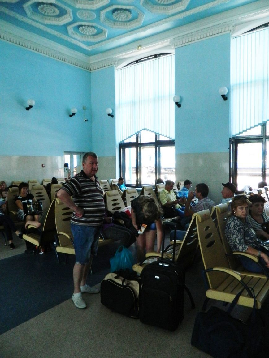 Запорожье встречает гостей рекламой Москвы, серпом-молотом и выцветшим гербом (ФОТОРЕПОРТАЖ) (фото) - фото 14