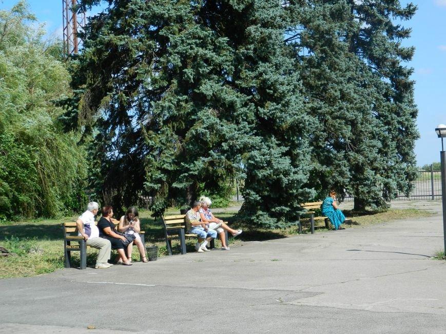 Запорожье встречает гостей рекламой Москвы, серпом-молотом и выцветшим гербом (ФОТОРЕПОРТАЖ) (фото) - фото 34