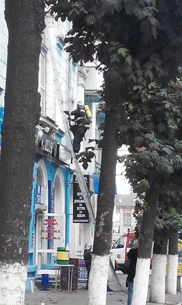 В Днепродзержинске из-за сигареты едва не сгорела квартира по ул. Сыровца (фото) - фото 1