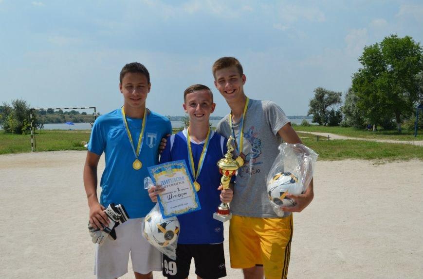 В Николаеве прошел турнир по пляжному футболу (ФОТОРЕПОРТАЖ) (фото) - фото 7
