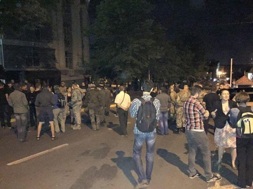Правый сектор митингует под стенами облМВД (фото) - фото 1