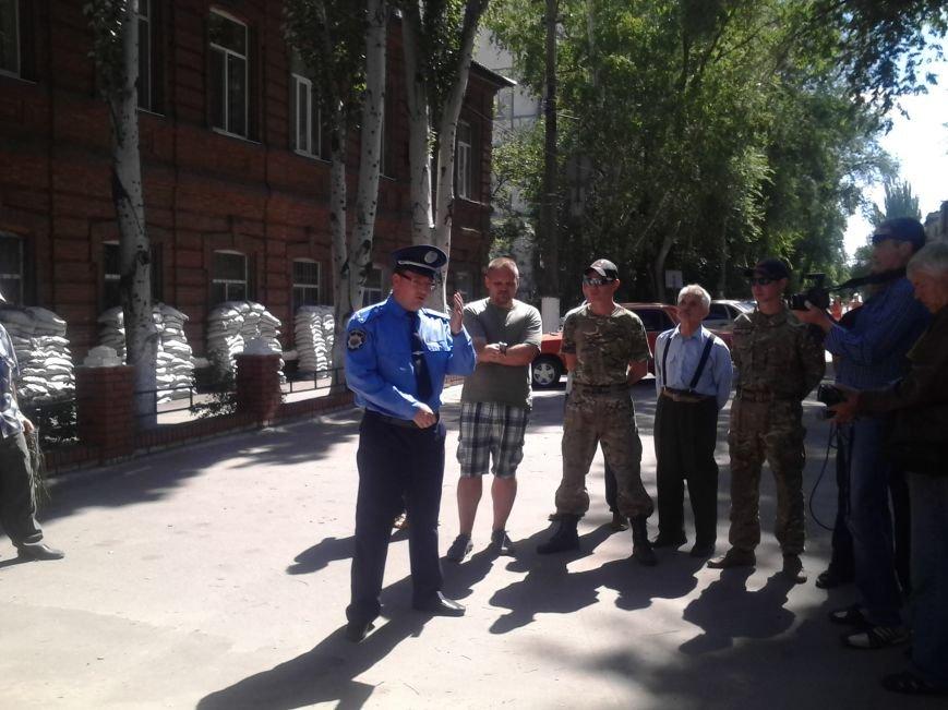 «Правый сектор» пикетировал Жовтневый райотдел милиции Мариуполя (ФОТО), фото-8
