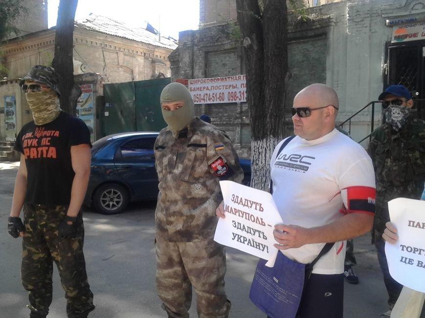 «Правый сектор» пикетировал Жовтневый райотдел милиции Мариуполя (ФОТО), фото-1