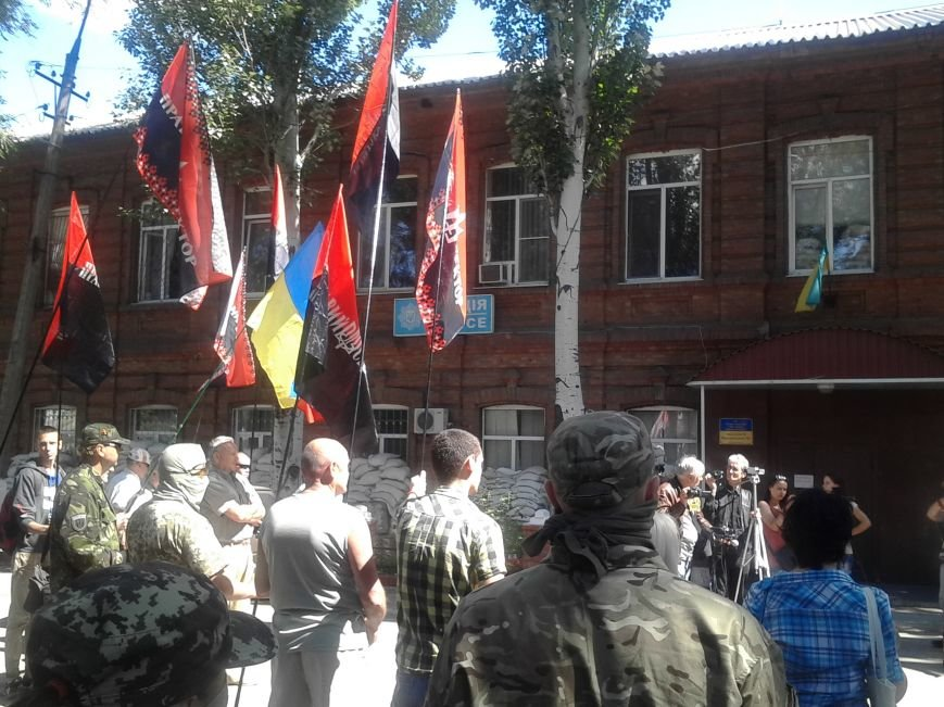 «Правый сектор» пикетировал Жовтневый райотдел милиции Мариуполя (ФОТО), фото-7