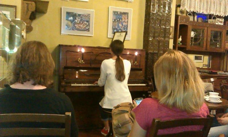 «Ніч у Львові» – єднає міста: чернівчанка Настя Миронюк зіграла фортепіанний концерт для львів'ян (фото) - фото 1