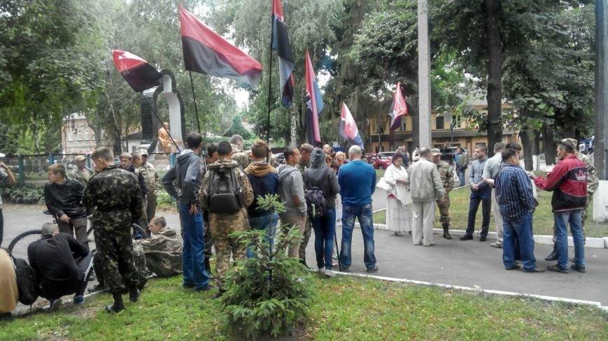 Отголоски стрельбы в Мукачево: в Сумах «Правый сектор» пикетирует облуправление милиции (ФОТО), фото-1