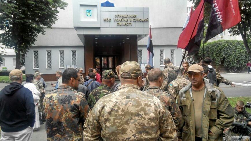 Отголоски стрельбы в Мукачево: в Сумах «Правый сектор» пикетирует облуправление милиции (ФОТО) (фото) - фото 1