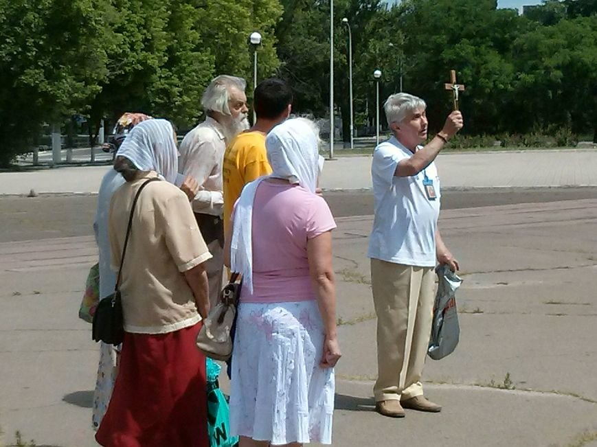 В Мариуполе христиане совершили воскресный крестный ход (ФОТОФАКТ) (фото) - фото 1