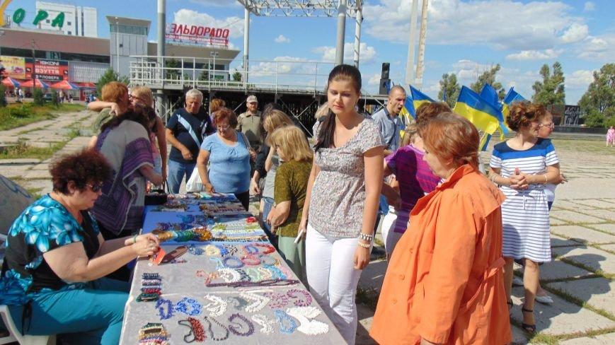 В Мариуполе на благотворительной ярмарке граждане России перечислили средства в помощь силам АТО (ФОТО) (фото) - фото 1