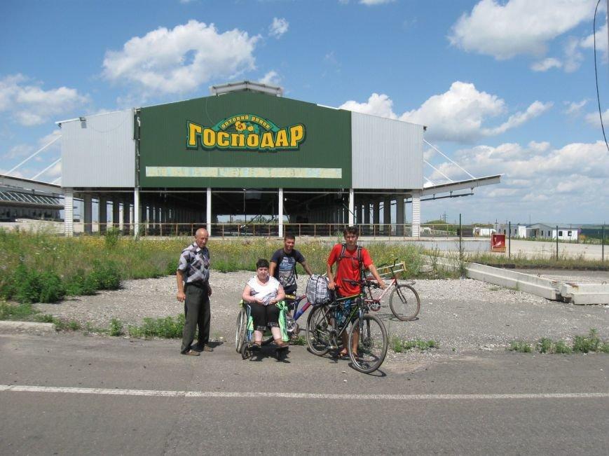 Авдеевские волонтеры помогли местной жительницы добраться на лечение в Донецк (ФОТО), фото-3