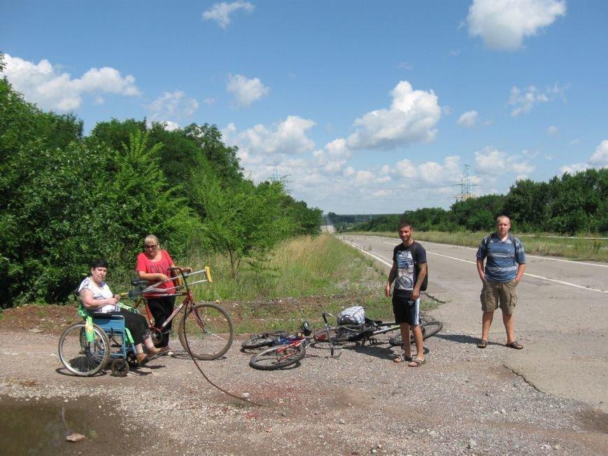 Авдеевские волонтеры помогли местной жительницы добраться на лечение в Донецк (ФОТО) (фото) - фото 1