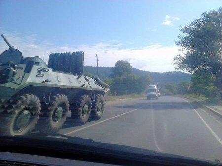 Очевидці зафіксували колону бронетехніки, що рухалася у напрямку Мукачева (ФОТО+ВІДЕО) (фото) - фото 2