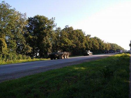 Очевидці зафіксували колону бронетехніки, що рухалася у напрямку Мукачева (ФОТО+ВІДЕО) (фото) - фото 4