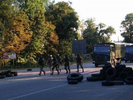 Очевидці зафіксували колону бронетехніки, що рухалася у напрямку Мукачева (ФОТО+ВІДЕО) (фото) - фото 6