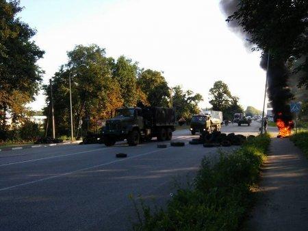 Очевидці зафіксували колону бронетехніки, що рухалася у напрямку Мукачева (ФОТО+ВІДЕО) (фото) - фото 9