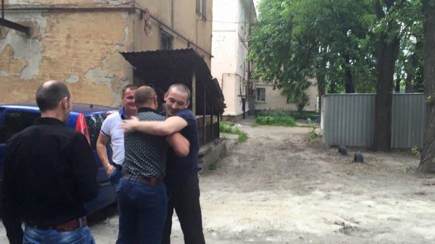 В Кривом Роге: установили памятный знак на месте гибели Кузьмы, встретили освобожденного из плена бойца, на Восточном горела свалка (фото) - фото 2