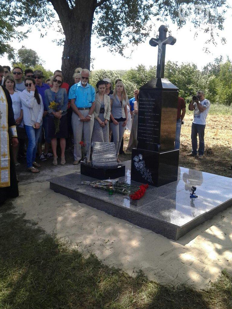 В Кривом Роге: установили памятный знак на месте гибели Кузьмы, встретили освобожденного из плена бойца, на Восточном горела свалка (фото) - фото 1