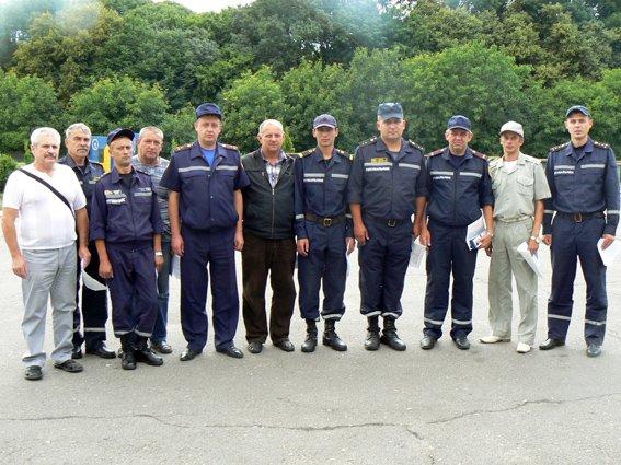 12 хмельницьких рятувальників отримали посвідчення учасників АТО (фото) - фото 1