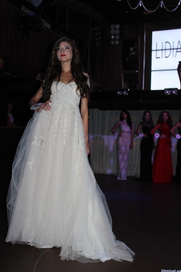 У конкурсі краси «Перша леді» в Тернополі перемогла 17-річна Каріна Кіц (ФОТО) (фото) - фото 1