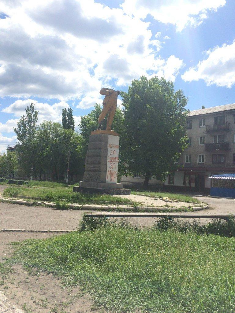Сколько еще стоять безголовому Ленину в Димитрове? (фото) - фото 1