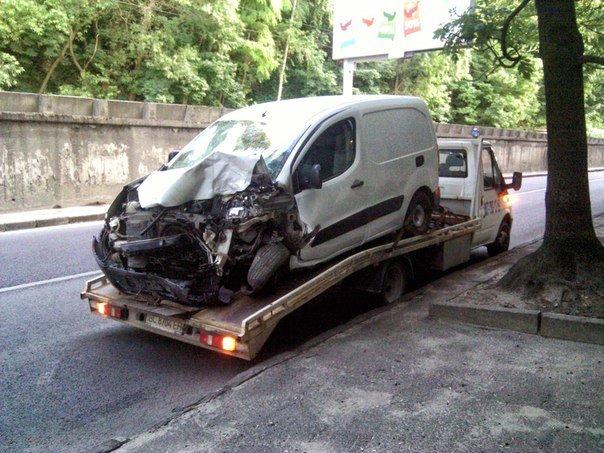 """Нові подробиці аварії на вул.Сахарова: водій """"Пежо""""керував автомобілем напідпитку (ФОТО) (фото) - фото 1"""