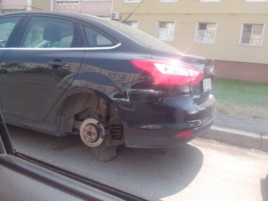 В центре Запорожья «разули» автомобиль (ФОТО) (фото) - фото 3
