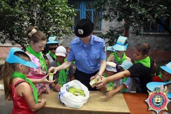 Мариупольские милиционеры ознакомили детей со своей работой (ФОТО) (фото) - фото 1