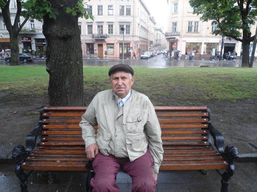 Відбувається банальний перерозподіл влади, - львів'яни про стрілянину в Мукачево (фото) - фото 2