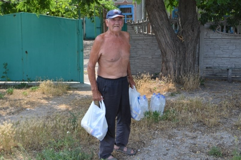 Народные депутаты и волонтеры привезли гуманитарную помощь в прифронтовые населенные пункты (ФОТО + ВИДЕО) (фото) - фото 1